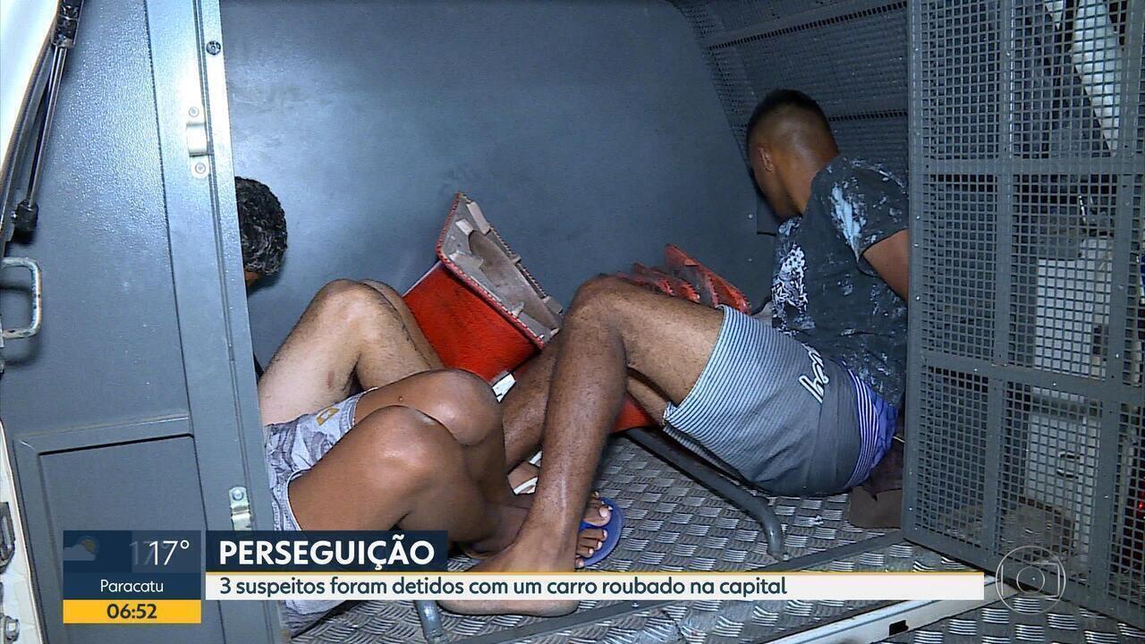 Dois homens são presos e adolescente é apreendido com carro roubado em Belo Horizonte
