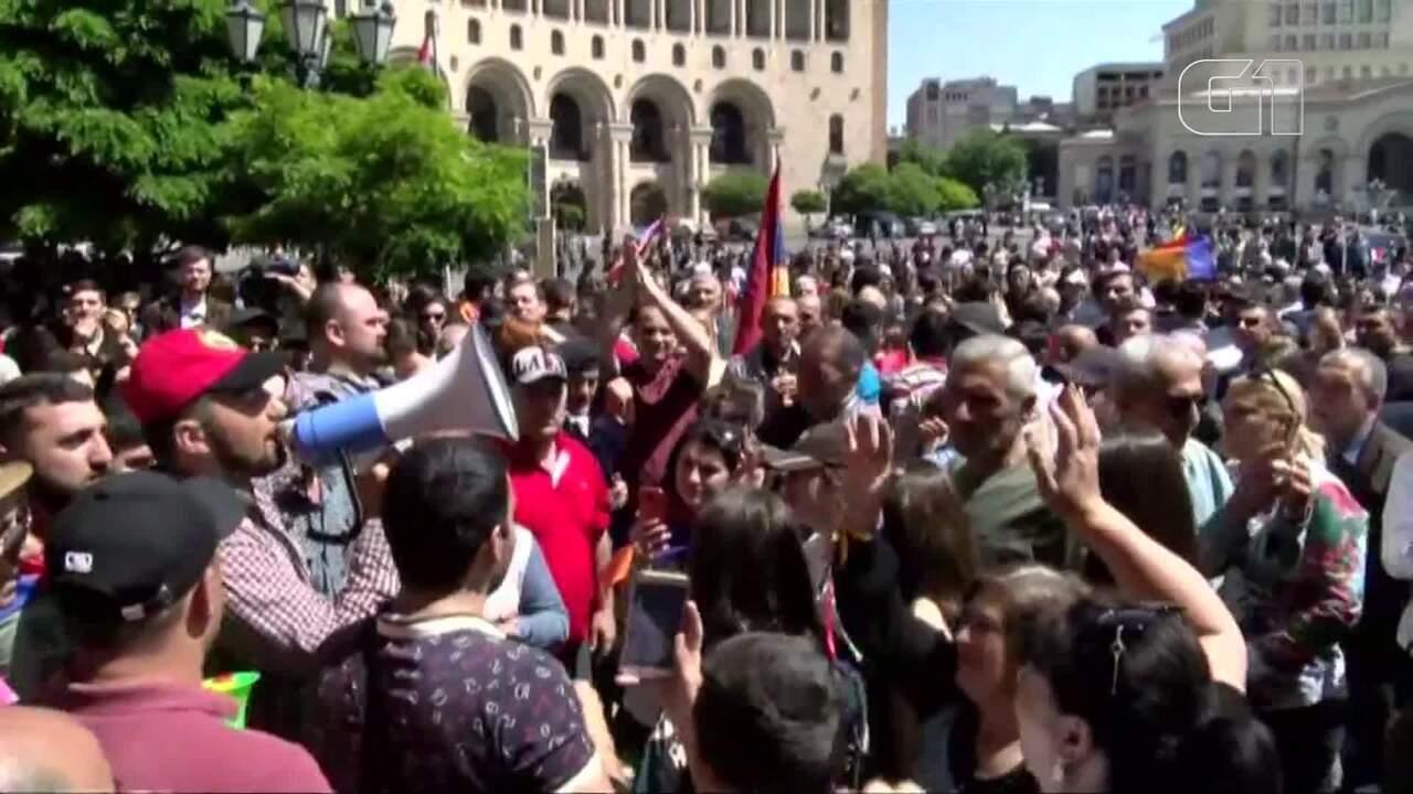 Impasse político leva milhares de manifestantes a paralisar capital da Armênia