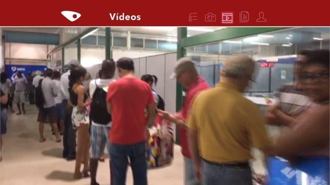 População reclama de longa fila na Farmácia Cidadã na Serra, ES