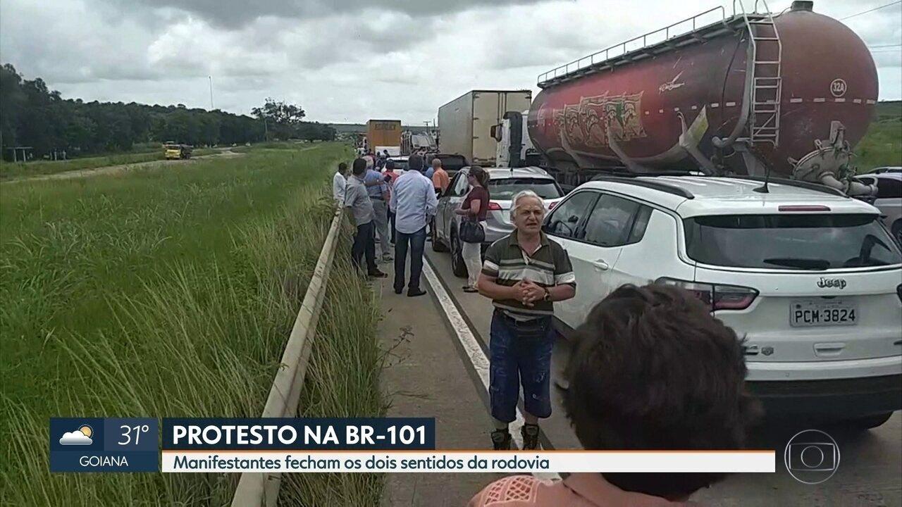 Protesto interdita BR-101 Norte, próximo a cidade de Igarassu
