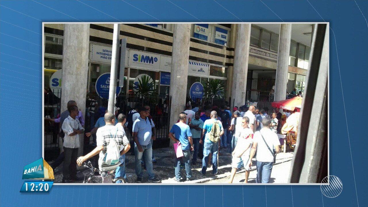 Após falso anúncio de emprego, grupo protesta em frente ao SIMM, na capital