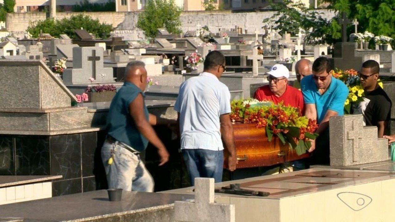 Família que morreu em acidente na ES-080 em Colatina é velada em Vila Velha, no ES
