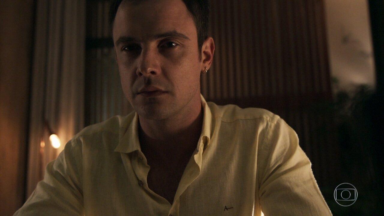 Gael revela a Clara, Patrick, Lívia e Bruno seu plano para resgatar Tomaz
