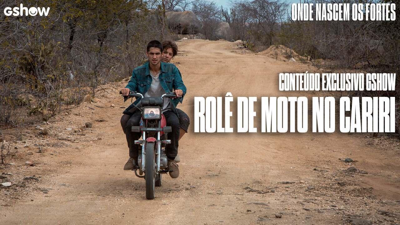 Gabriel Leone e Alice Wegmann dão uma volta de moto pelo Cariri Paraibano