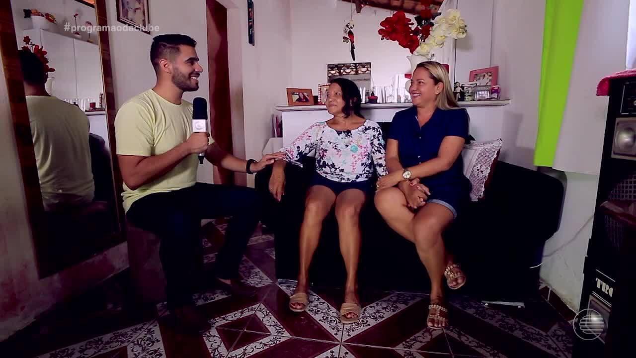 Mãe e filha se reencontram após quase 40 anos morando na mesma cidade
