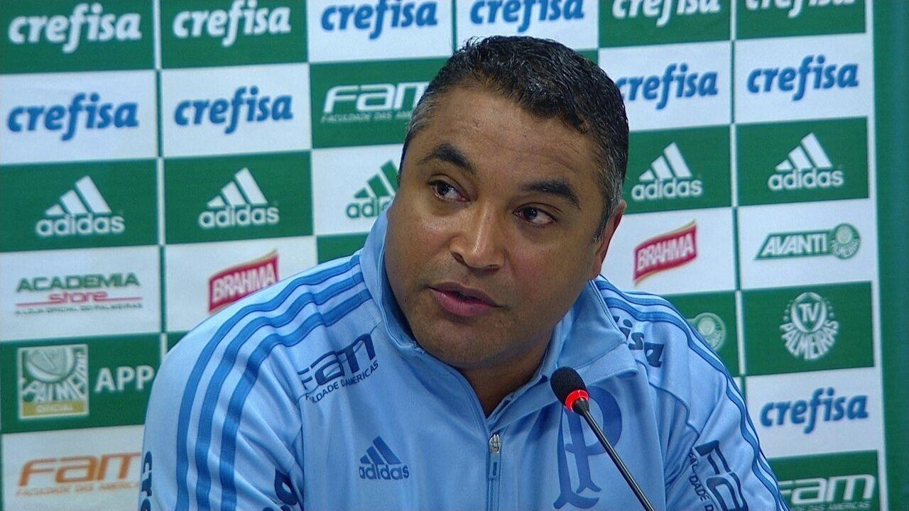 Roger Machado, do Palmeiras, concede entrevista coletiva após clássico com o Corinthians