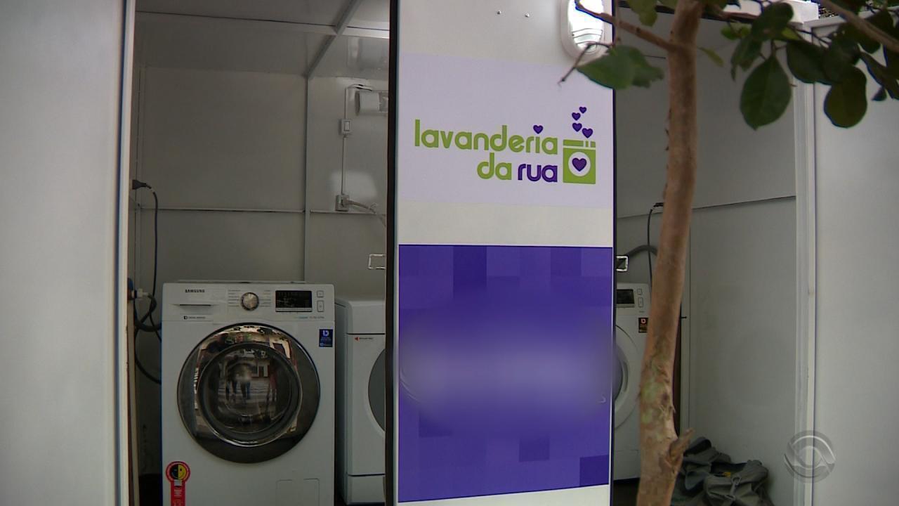 Projeto leva lavanderia para moradores de rua em Porto Alegre