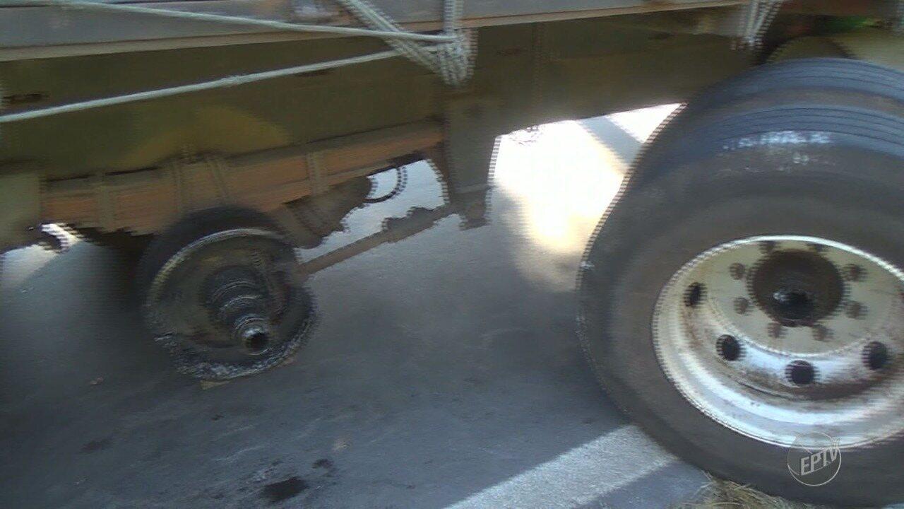 Caminhão quebrado causa congestionamento em rodovia de Valinhos