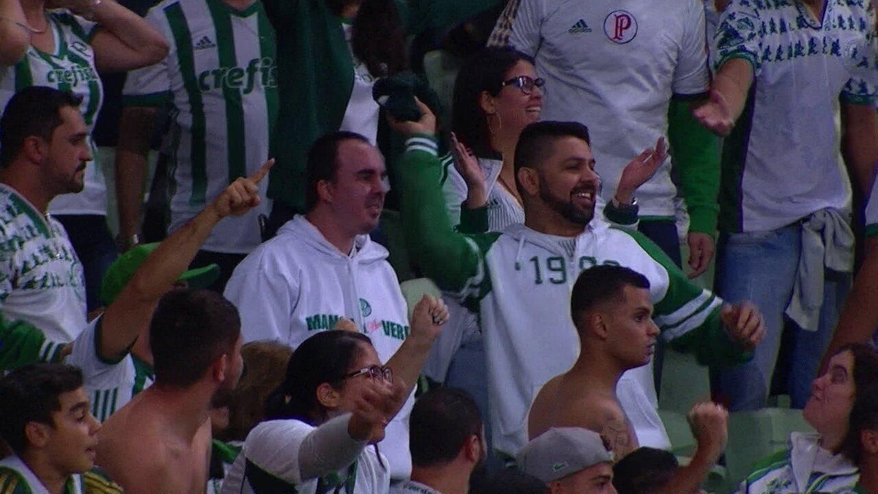 Torcedor devolve camisa de Borja após gol do Palmeiras contra o Bahia