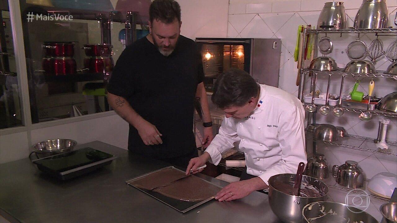 Segunda etapa da receita do chef Régis: Biscuit de Chocolate
