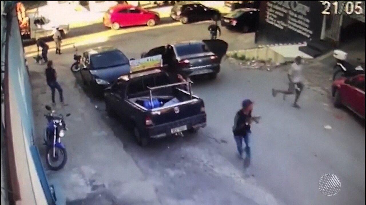 Vídeo registra momento que bandidos roubam homem com malote de dinheiro em Itabuna