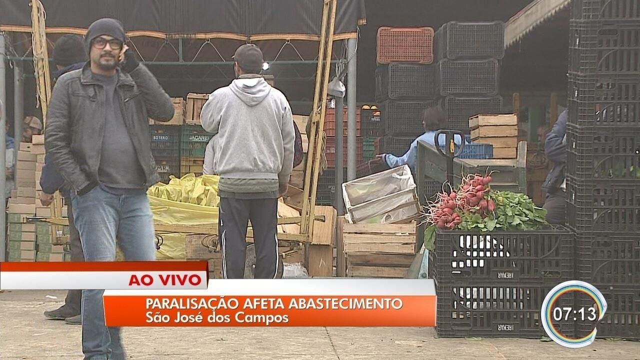 Protesto de caminhoneiros afeta abastecimento de produtos no Vale do Paraíba
