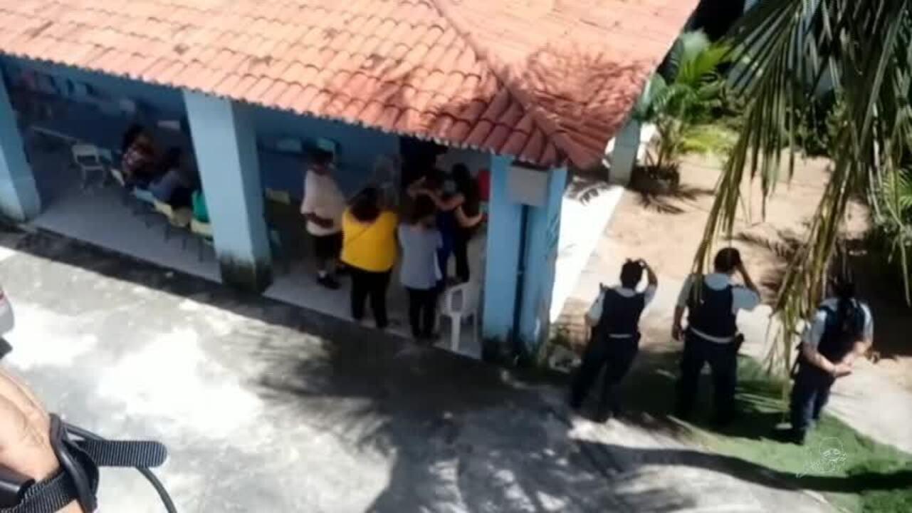 Chão cede, e criança morre após cair em fossa enquanto brincava em escola de Fortaleza