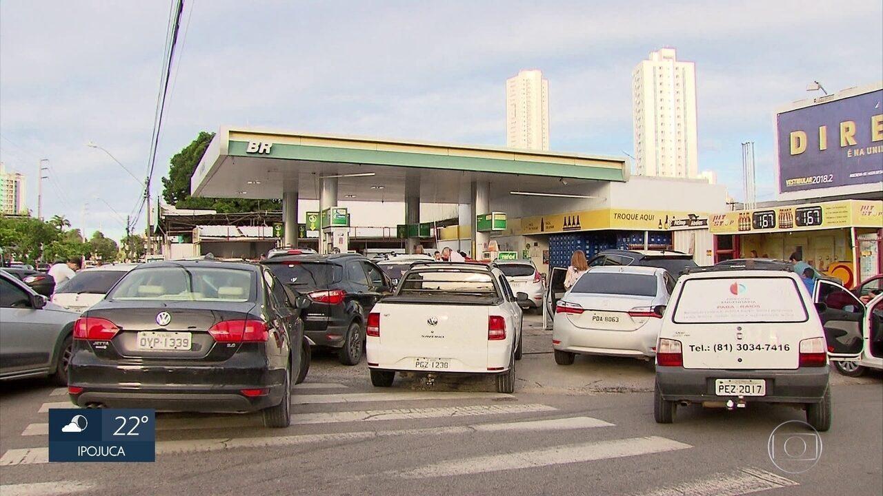 Gasolina chega a ser vendida a R$ 8,99 no Recife devido a protesto de caminhoneiros