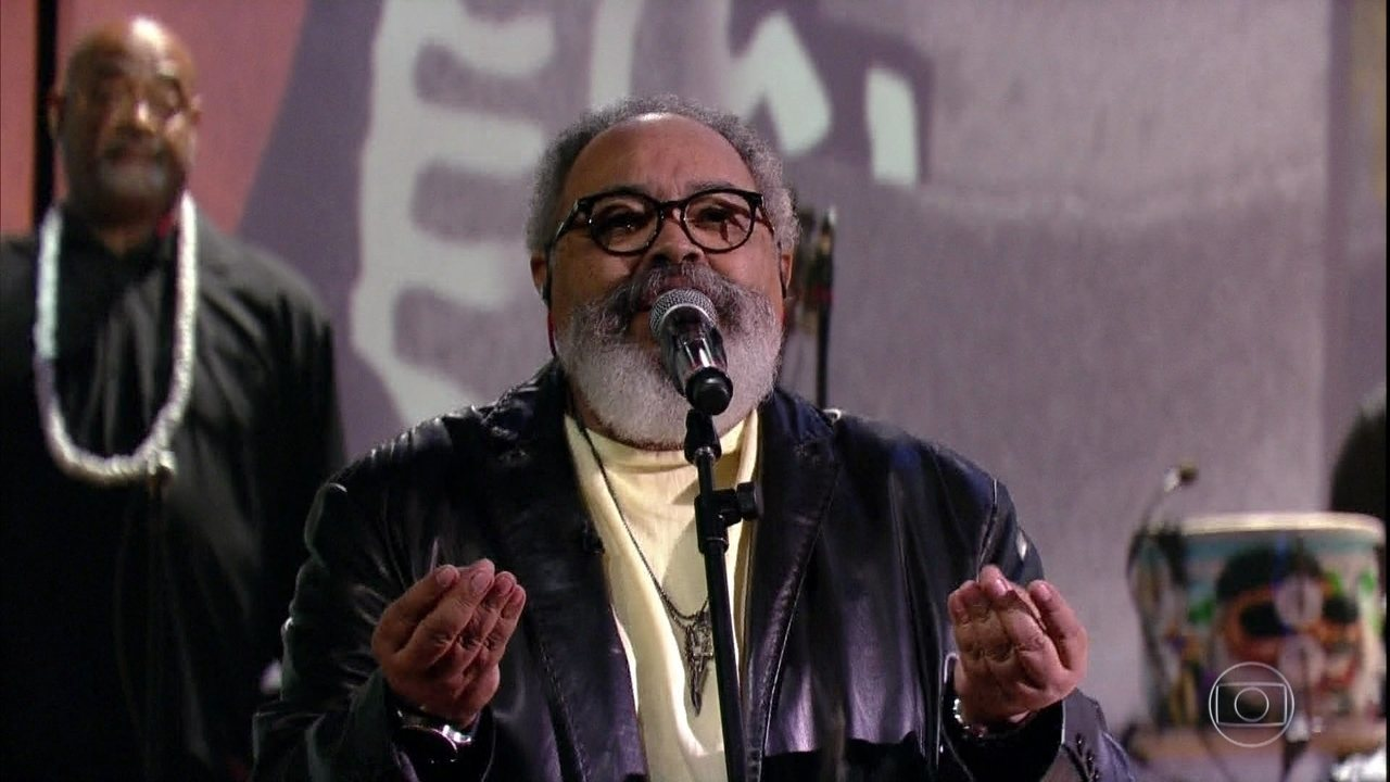 Jorge Aragão canta