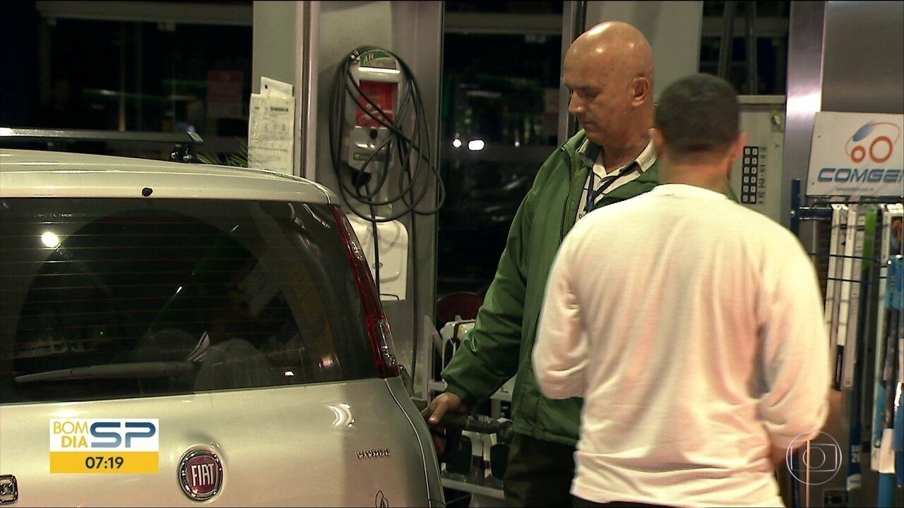 Motoristas encontram dificuldade para abastecer durante a madrugada