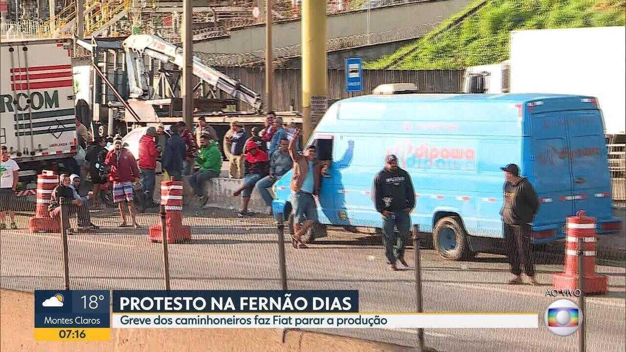Governo federal propõe acordo com caminhoneiros para liberar estradas