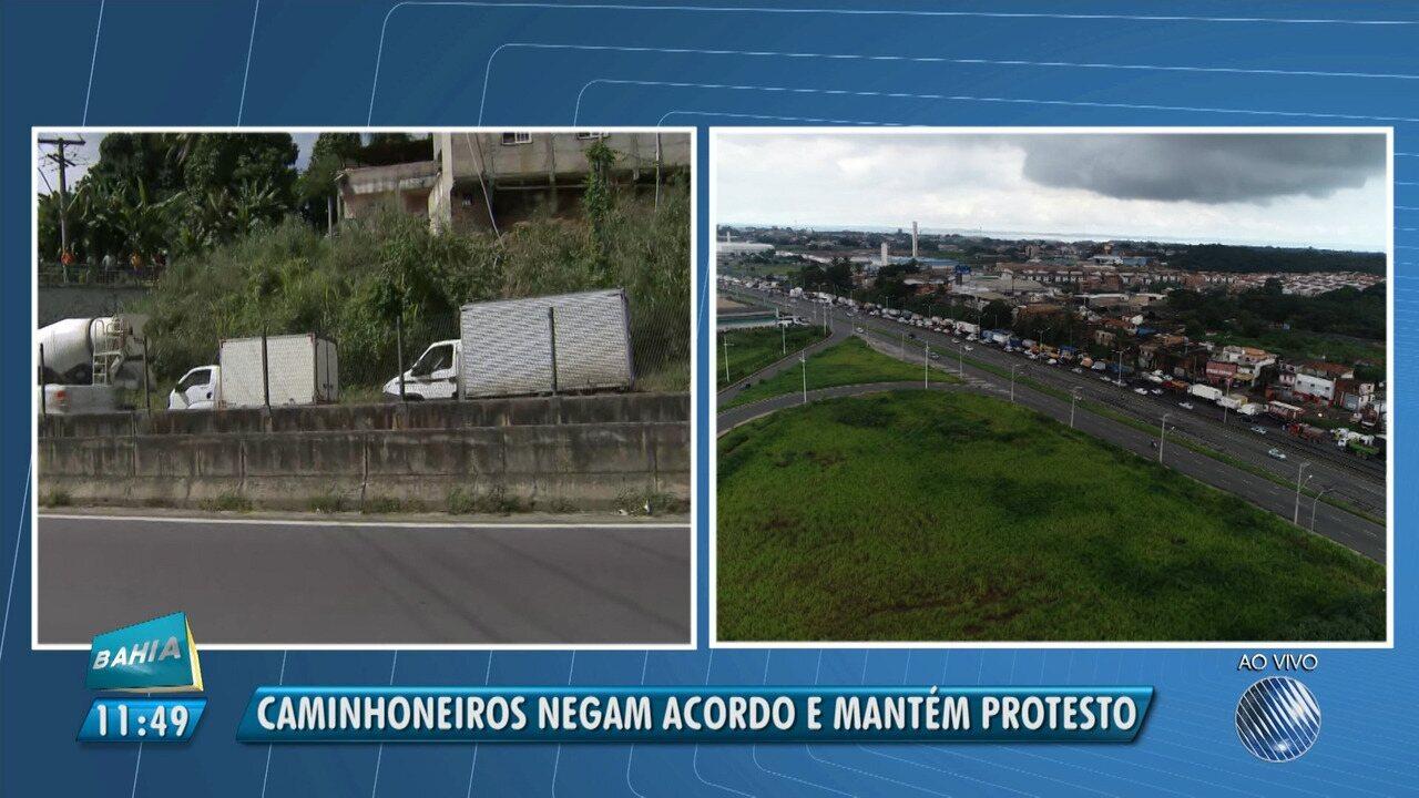 Caminhoneiros negam acordo e continuam em protesto na BR-324