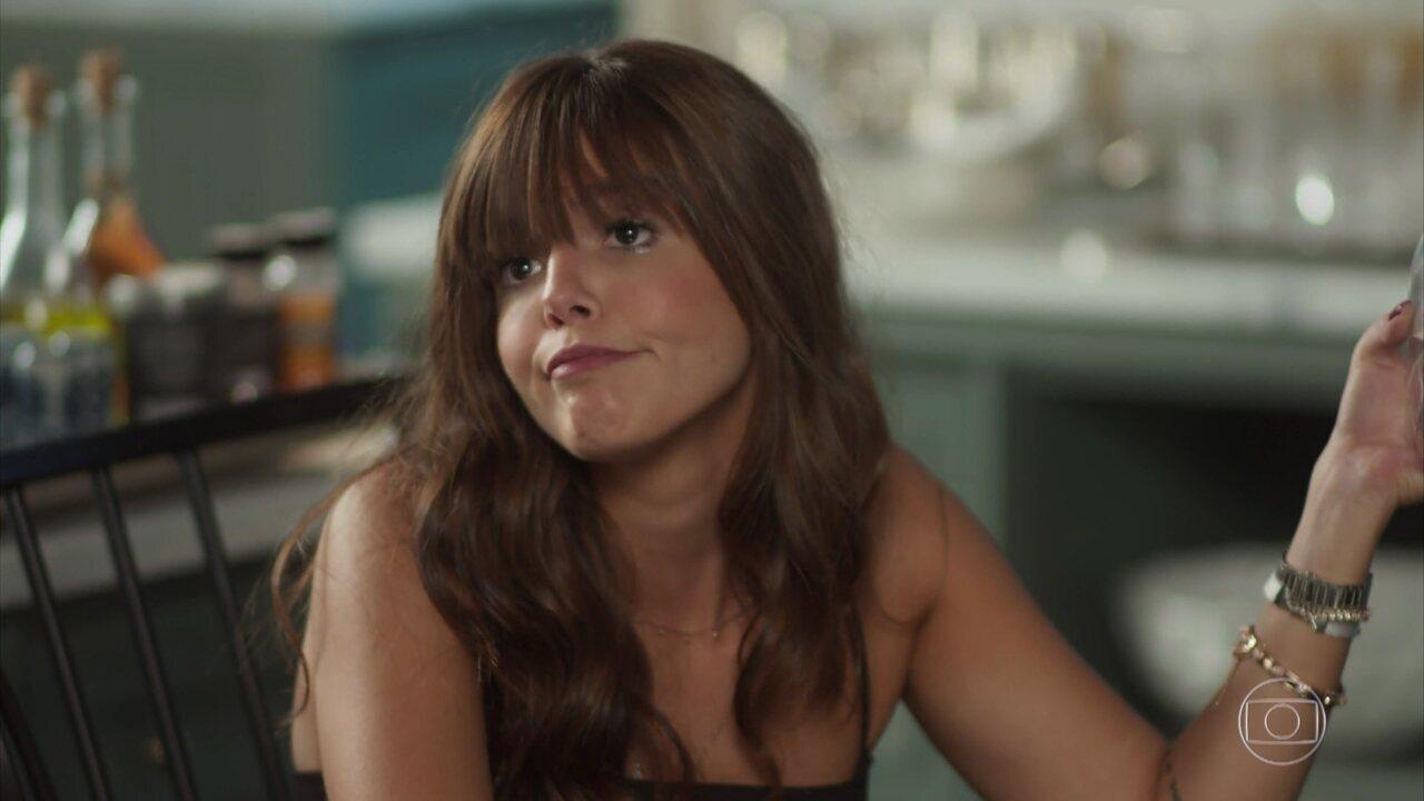 Rochelle arma para que a família fique contra Manuela