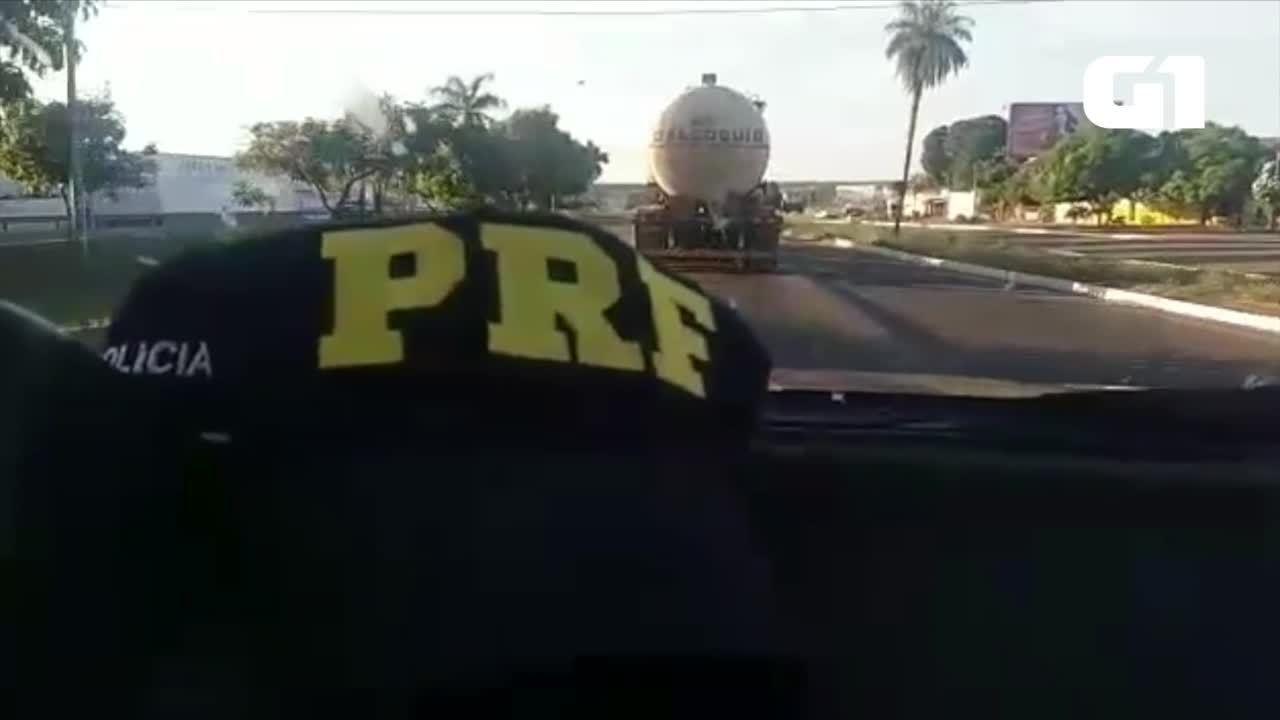 Caminhão com 44 mil litros de combustível é escoltado até aeroporto de Palmas