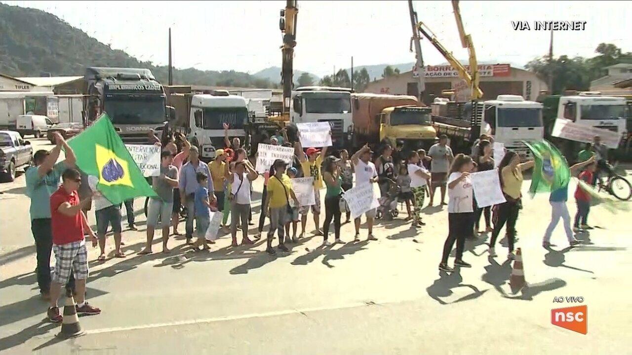 Protesto dos caminhoneiros em SC chega ao 7º dia com manifestações