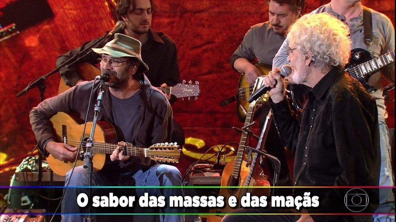 Almir Sater e Renato Teixeira cantam