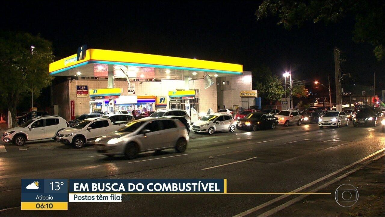 Paulistanos passaram madrugada em filas para comprar combustível