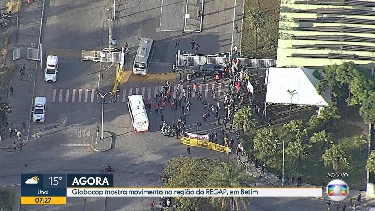 Veja a situação do protesto de petroleiros em frente à refinaria Regap, em Betim