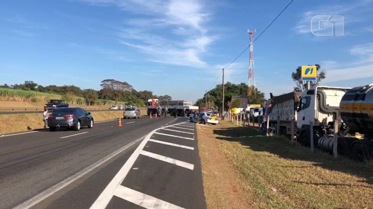 Caminhoneiros começaram a deixar pontos de concentração na região de Bauru pela manhã