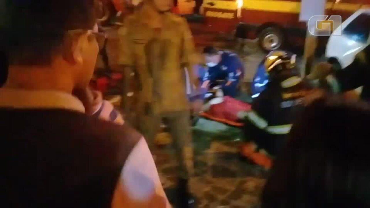 Acidente deixa três feridos e vítima fica presa às ferragens na Zona ... 6bdc9b79caa44