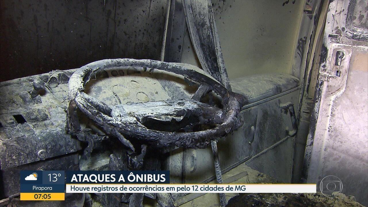 Coletivo é atacado e queimado parcialmente em Santa Luzia, na Grande BH