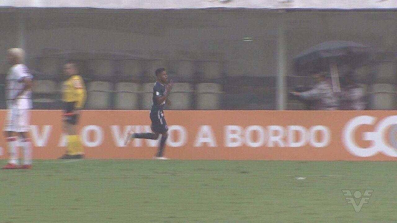 Com três gols, Rodrygo ajuda o Santos a sair da zona de rebaixamento do Brasileirão