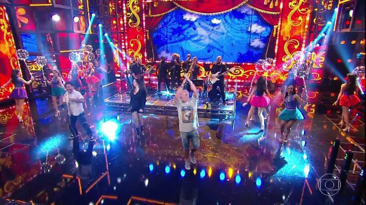 Balão Magico canta 'Superfantástico' ao vivo no palco do 'Domingão do Faustão'