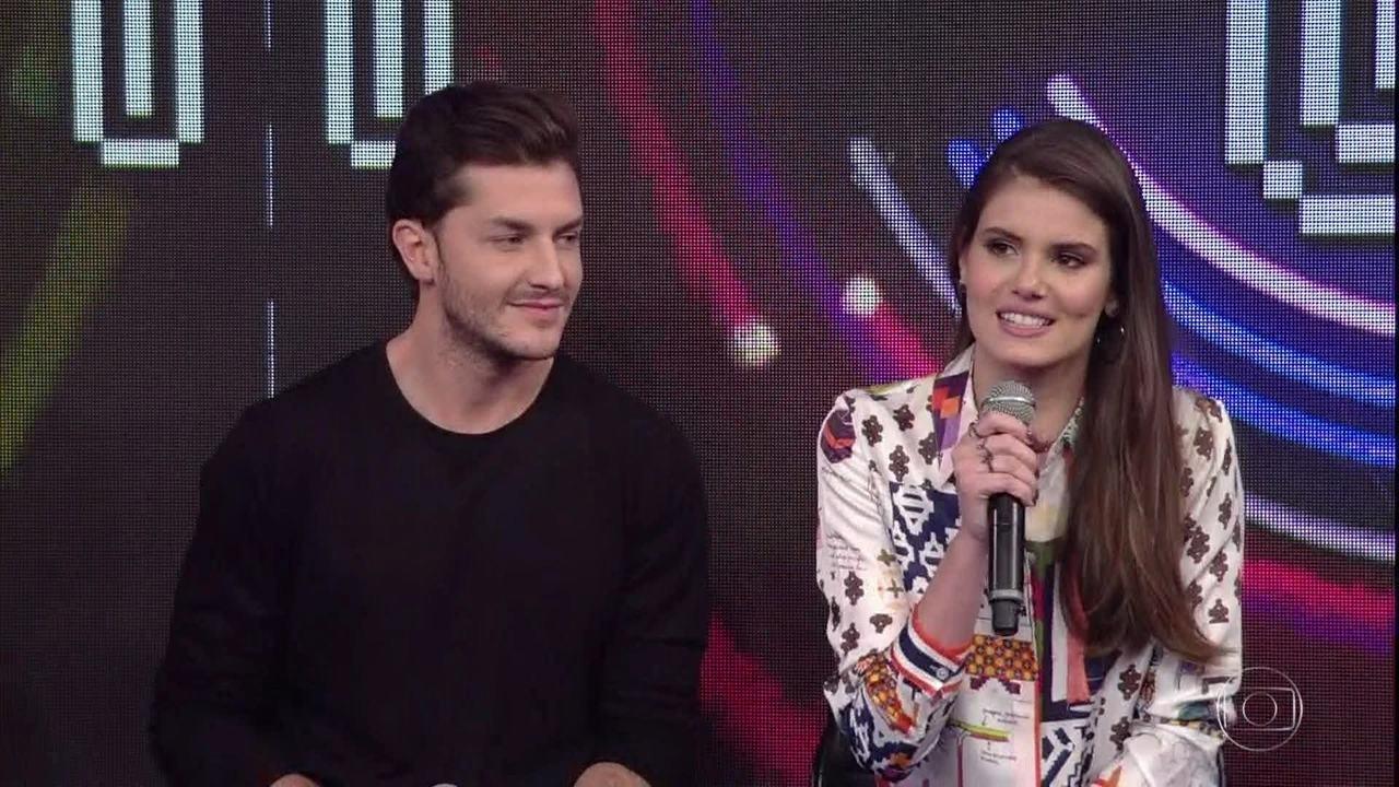 Camila Queiroz e Antonia Morais falaram da importância do beijo no relacionamento