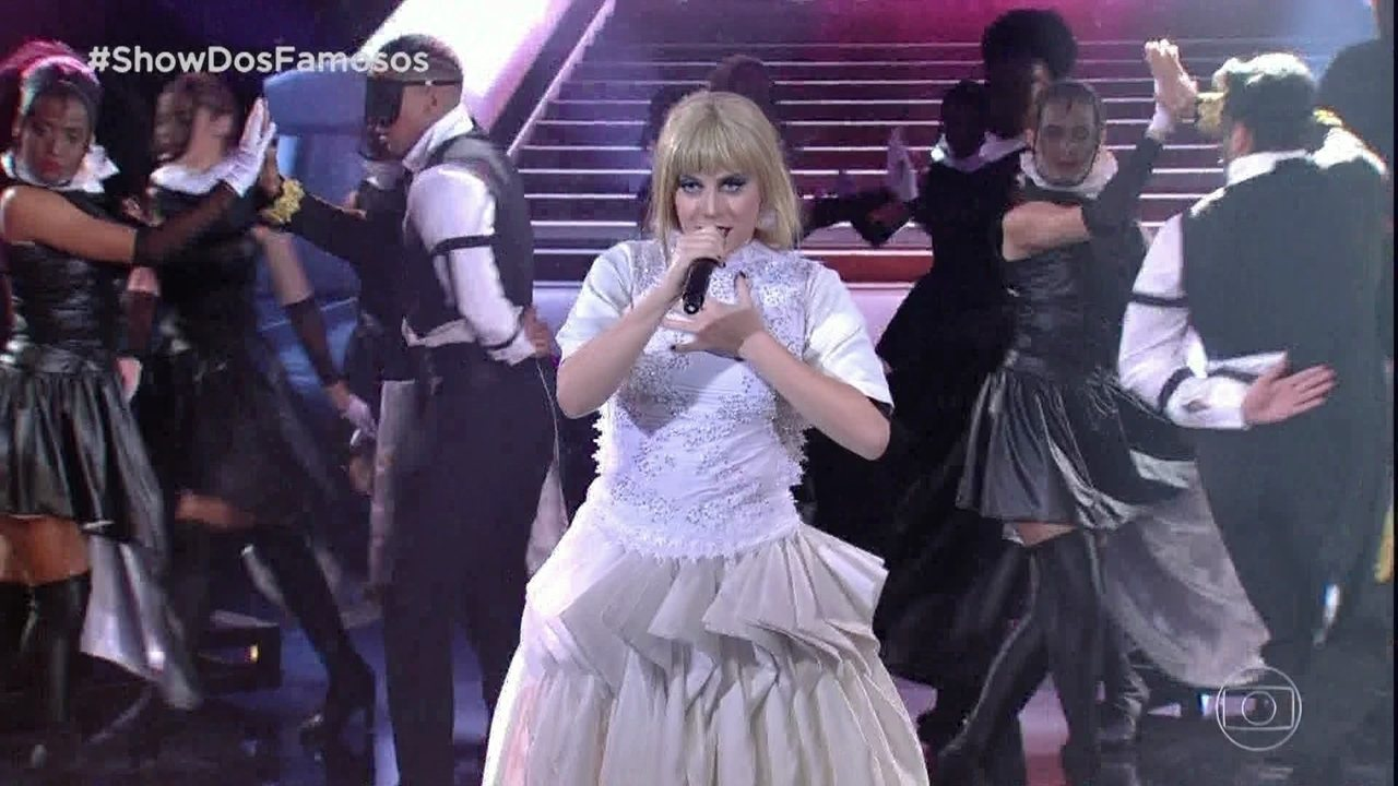 Alessandra Maestrini homenageia a cantora Taylor Swift