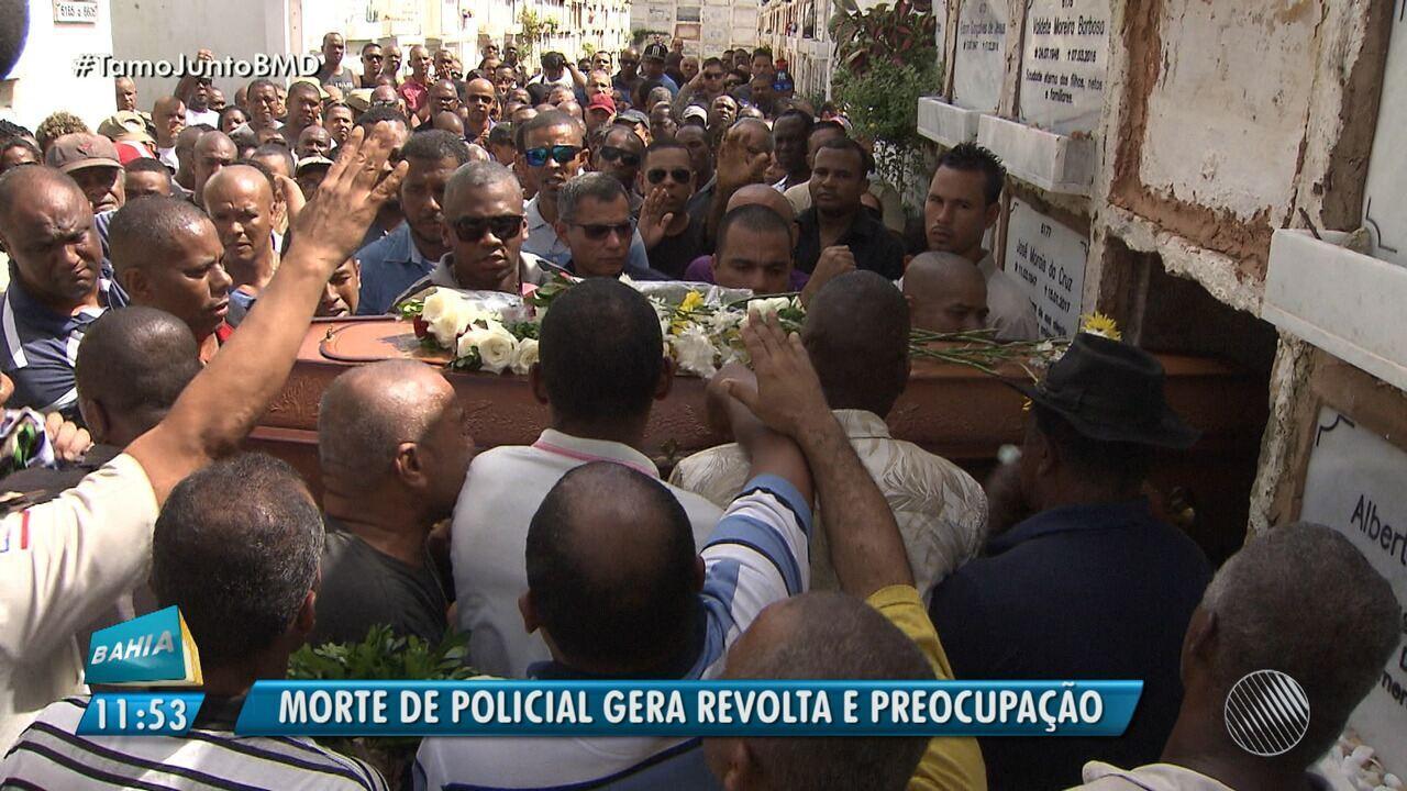Luto: corpo de PM é enterrado em Salvador; secretário de segurança fala sobre o caso