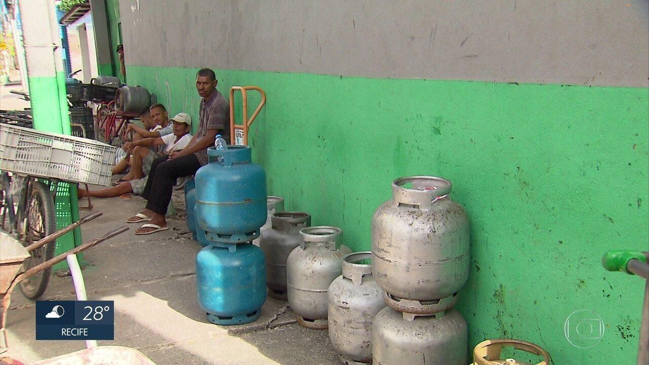 Falta de gás é problema que persiste em revendedoras do Grande Recife