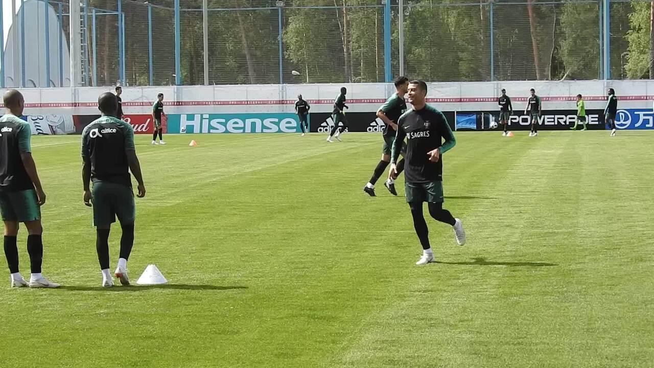 Cristiano Ronaldo esbanja habilidade com domínio de letra no treino de Portugal