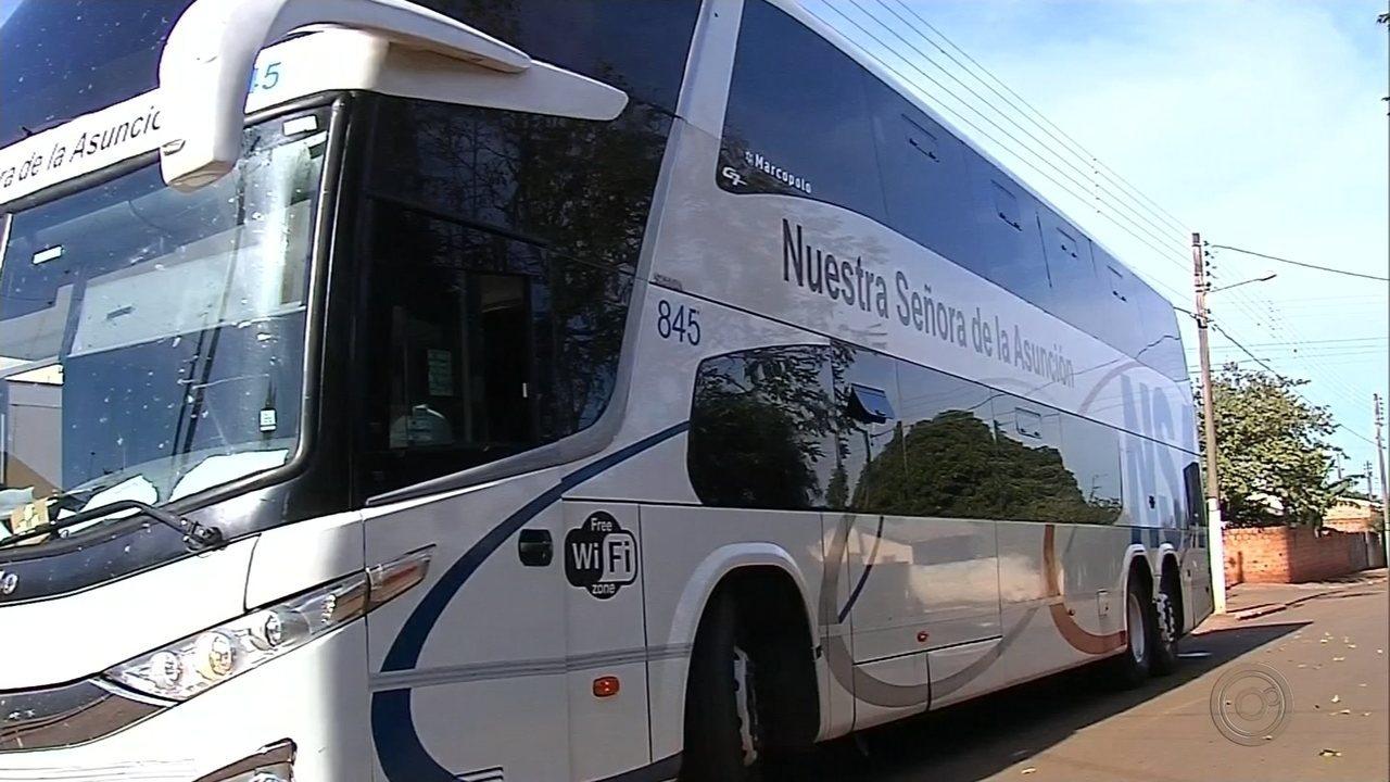Quadrilha assalta ônibus em Florínea e prende sacoleiros e motorista no bagageiro
