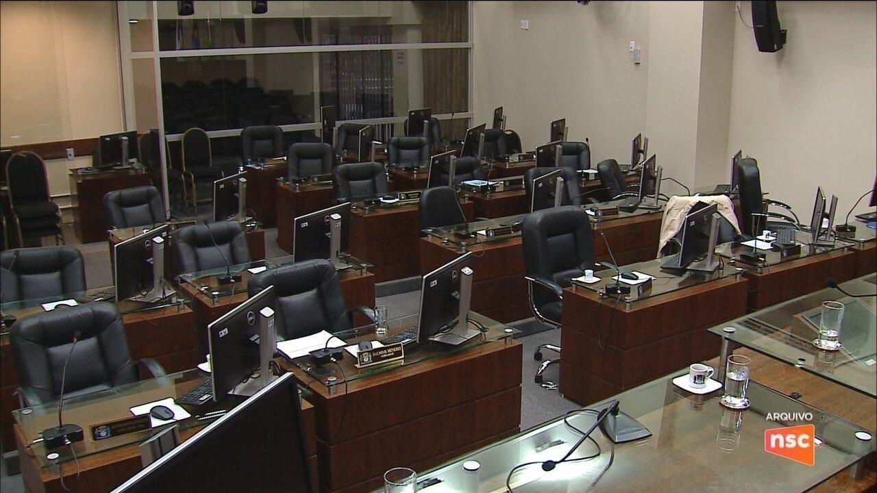 Projeto discute aumento em 15% da verba de gabinete dos vereadores da capital