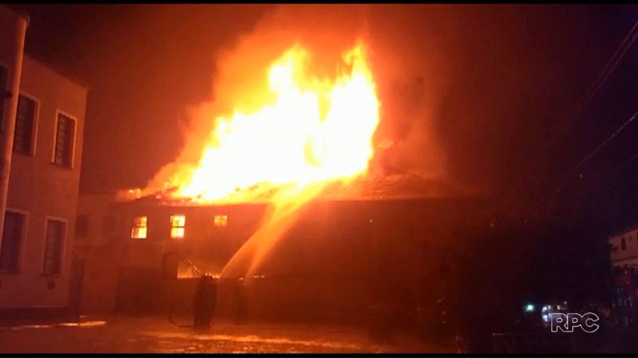 Homem é encontrado morto em hotel incendiado em União da Vitória