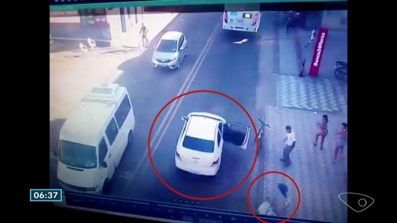 Mulher se joga de carro em alta velocidade durante perseguição em Vila Velha, ES