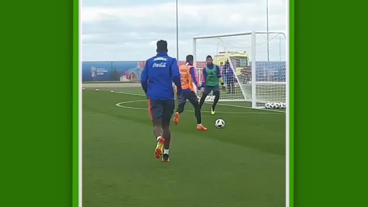 Colômbia treina finalização com Borja calibrado e torcida presente