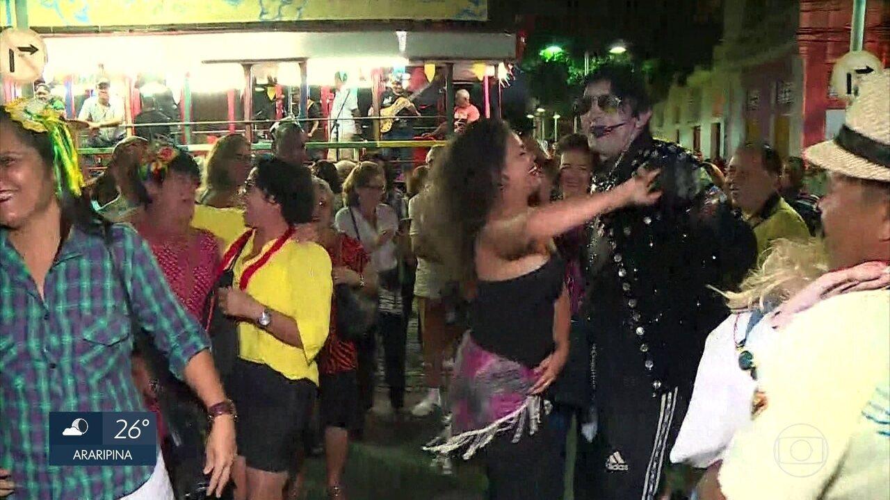 Caminhada do Forró anima ruas do Bairro do Recife