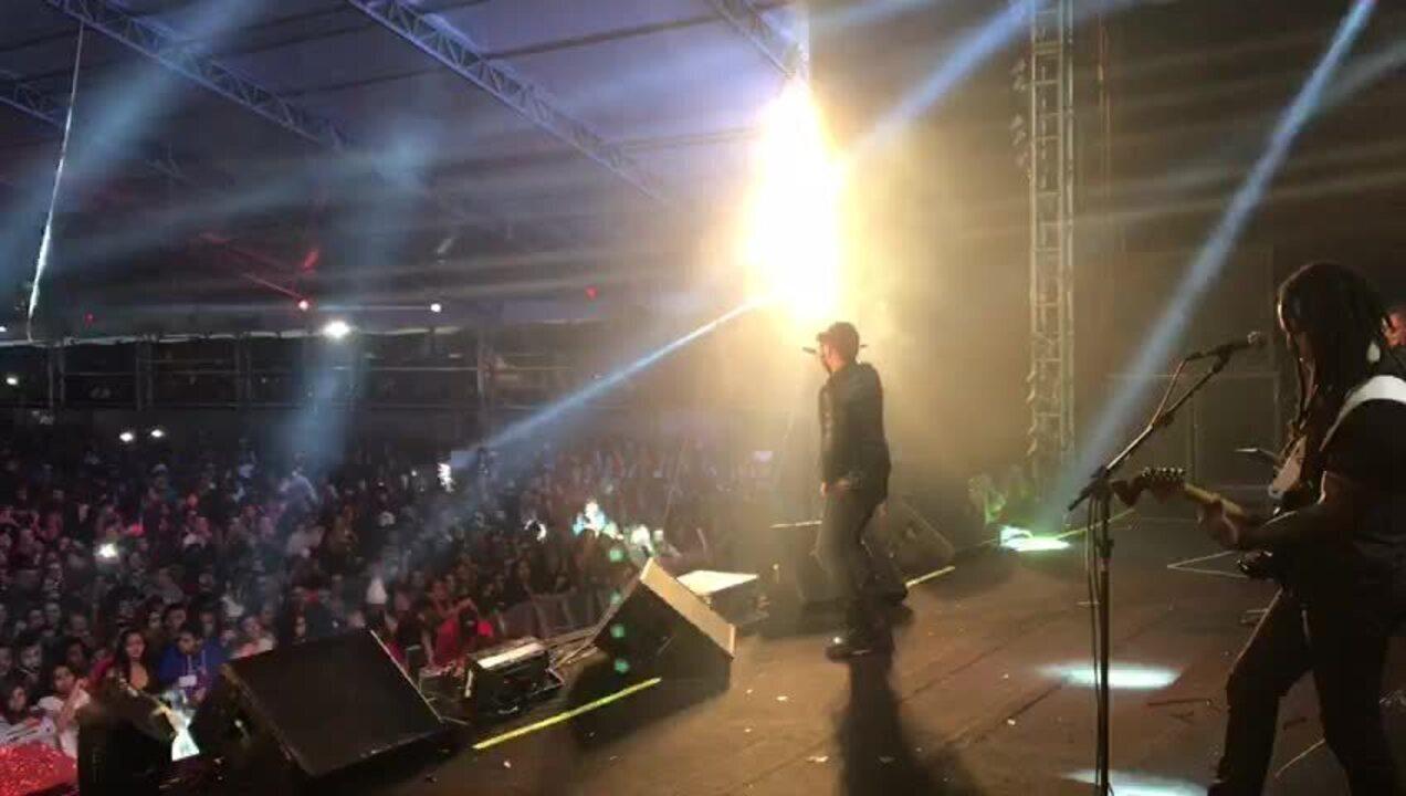 Mc Menor canta 'Toda Toda' na Festa Junina de Votorantim