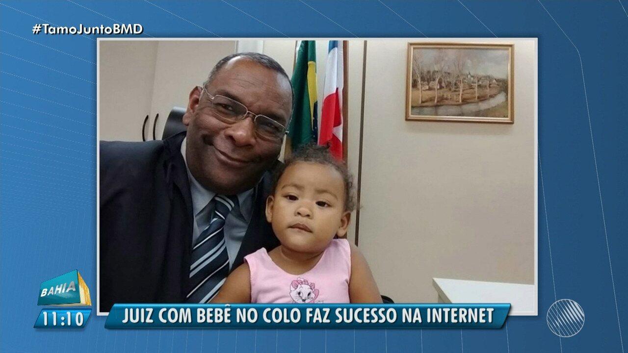 Juiz acolhe criança durante audiência e imagem viraliza nas redes sociais