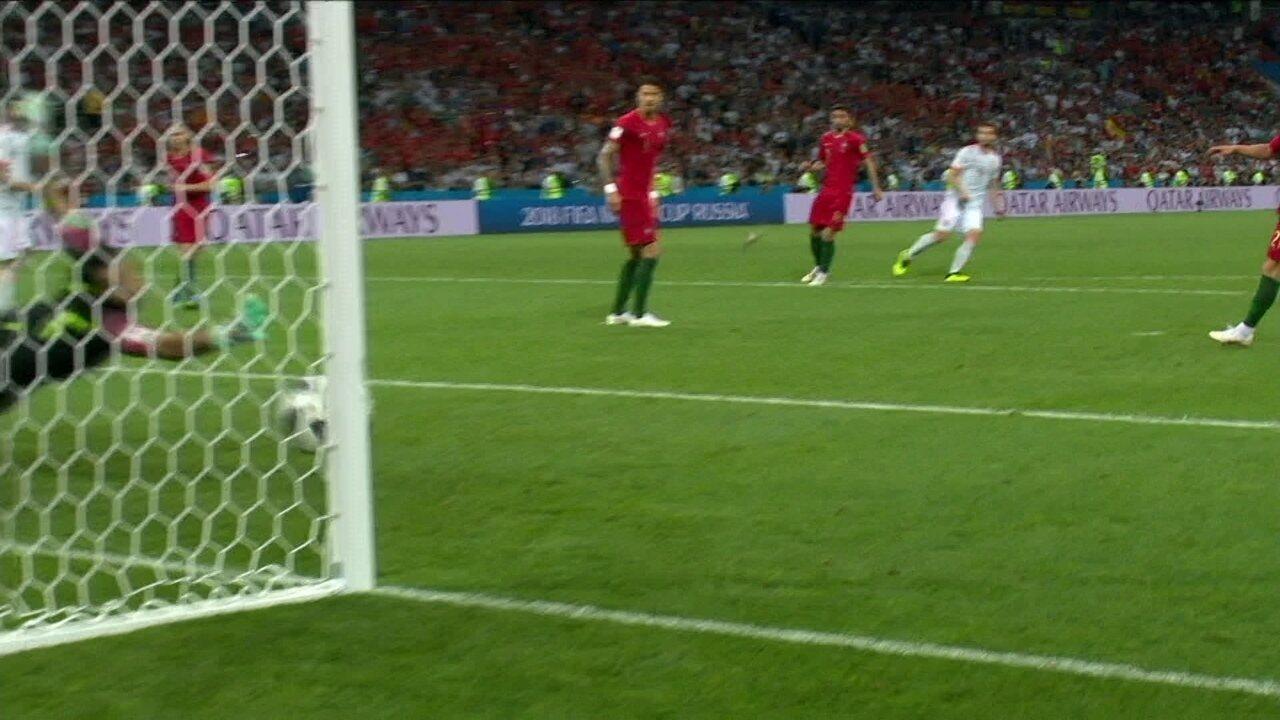 1df743203c Gol da Espanha! Nacho bate muito bem e faz belo gol aos 12 do 2º