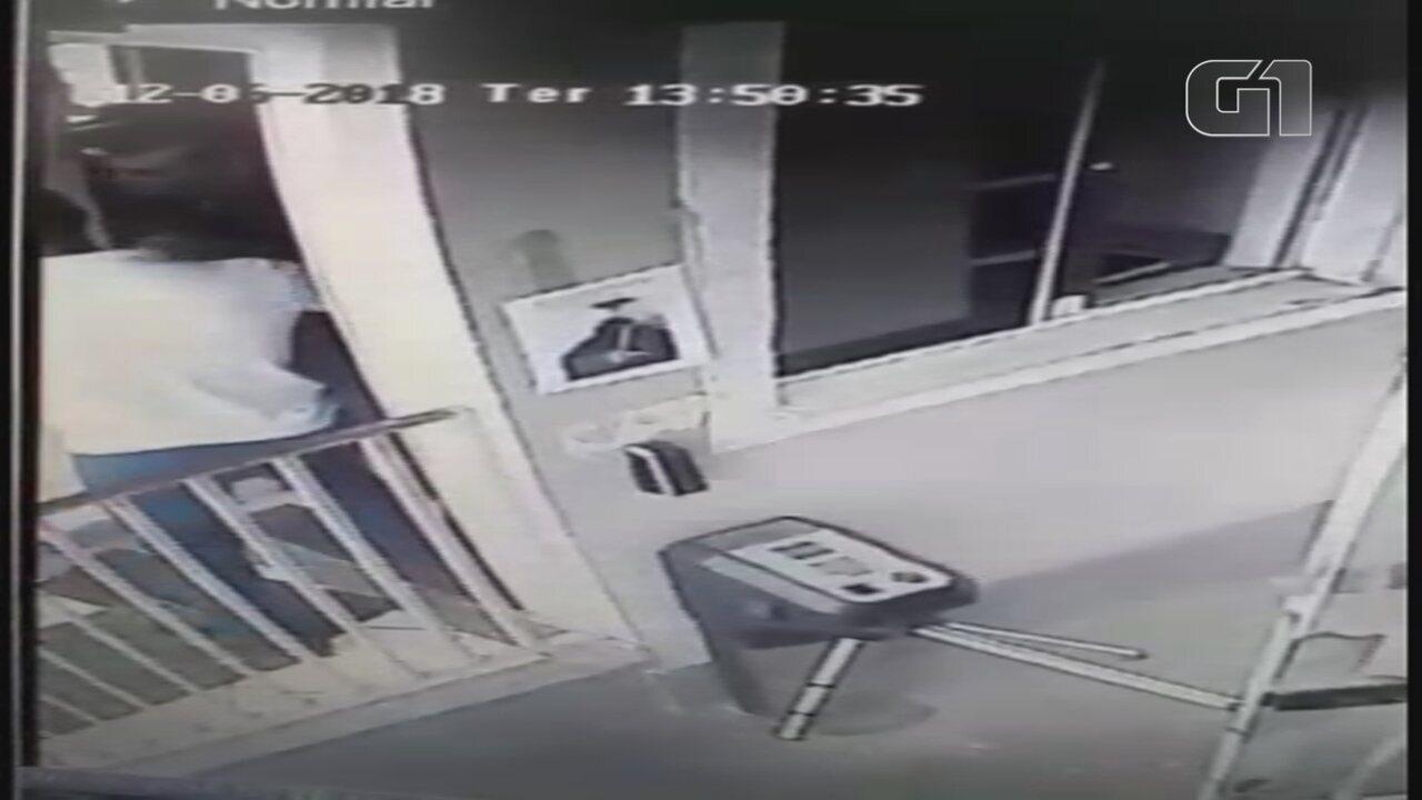 Porteiro registra boletim de ocorrência após ser agredido por síndico