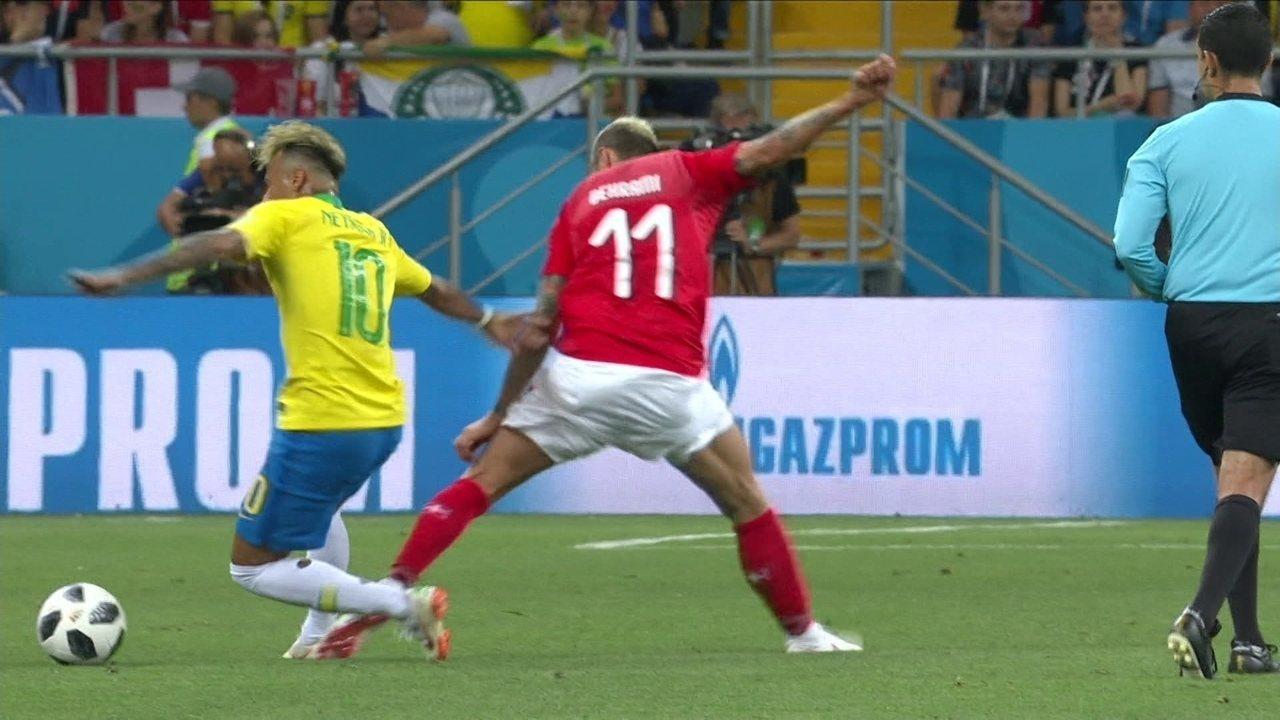 4e016b4423 Neymar sofre 10 faltas na estreia