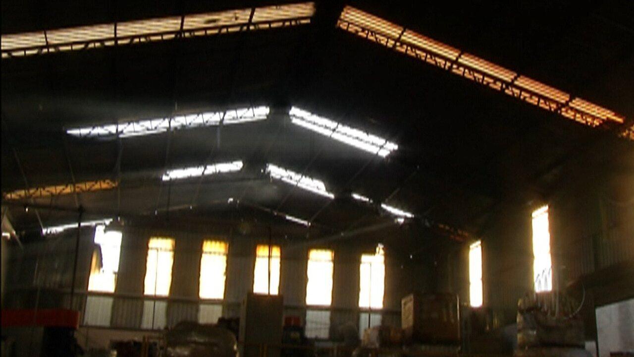 Uma fábrica de tintas foi invadida em Itaquaquecetuba na manhã desta quinta-feira